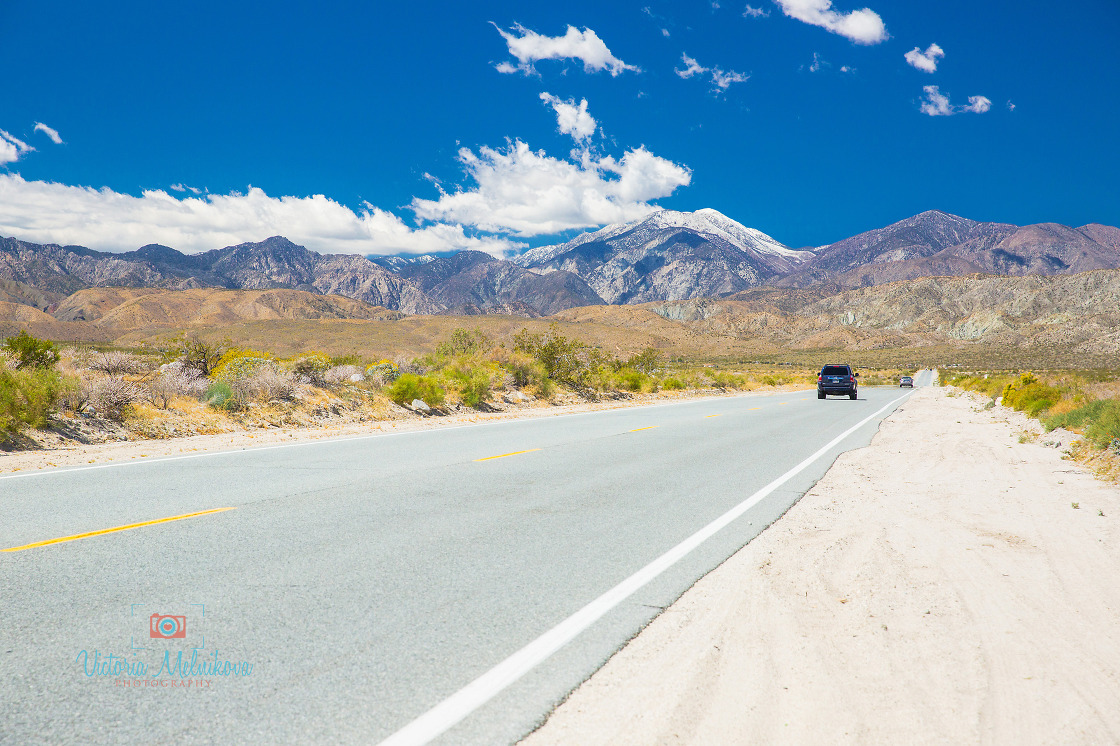 Road from Palm Springs to Joshua Tree park